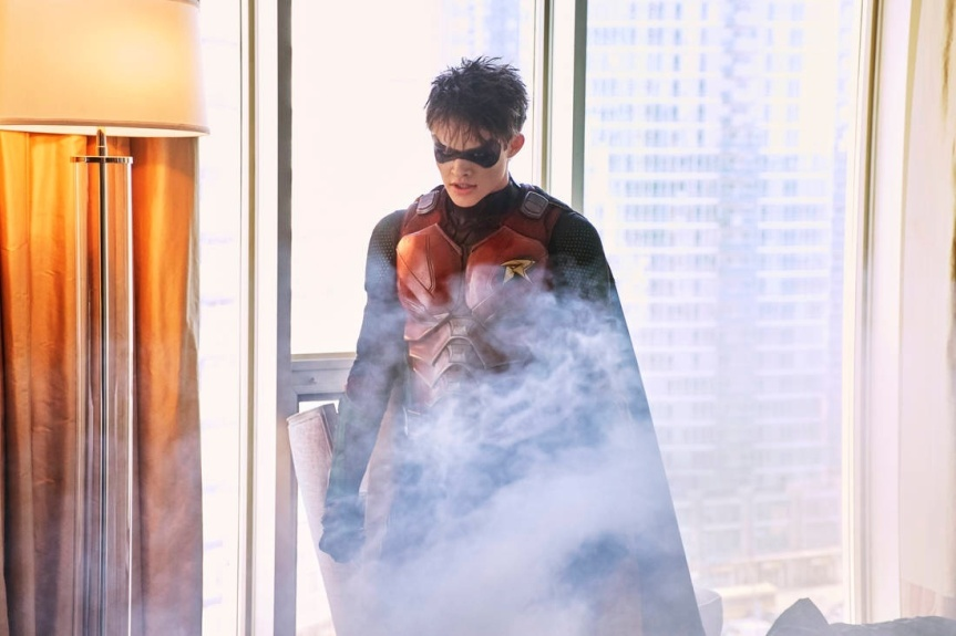 Curran Walters Talks The History of Jason Todd, His Interactions With Dick Grayson, Red Hood & 'Titans' Season 1 (ExclusiveInterview)